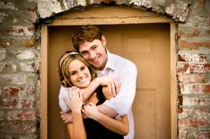 4 Maneras de Celebrar el Compromiso Matrimonial